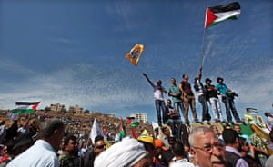 Shalit release: Palestinians from the West Bank wait for prisoners to be released