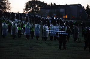 Dale farm eviction: Police in riot gear