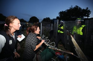 Dale farm eviction: Residents confront police as evictions begin at Dale Farm