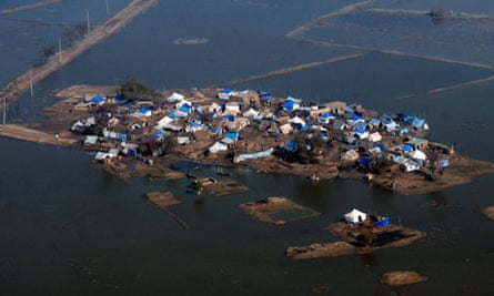 Climate change could trap hundreds of millions in disaster areas, report claims