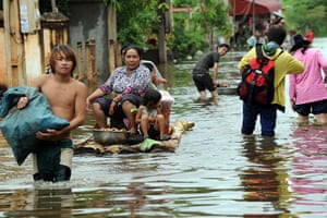 Cambodia floods: Cambodians use boats to navigate flooded streets at Kian Svay