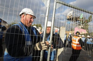 Dale Farm evictions: Bailiffs fence off the main barricade