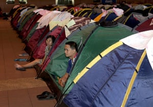 Thailand floods : Evacuees from floodwaters in tents at an evacuation centre in Bangkok