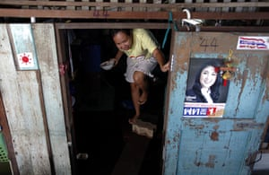Thailand floods : A woman walks out of her flooded home near Chao Praya river, Bangkok