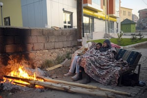 earthquake in turkey: Locals sleep on a sofa on the street in Van