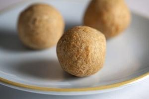 Diwali sweets: Mawa Kachori