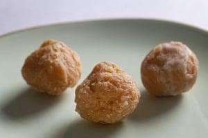 Diwali sweets: Shakkarpara