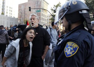 occupy oakland clashes: Protesters remonstrate with police