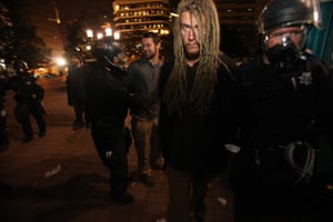 occupy oakland clashes: Oakland Police make arrests