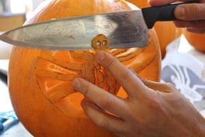 Halloween pumpkin carving: Halloween pumkin carving 8