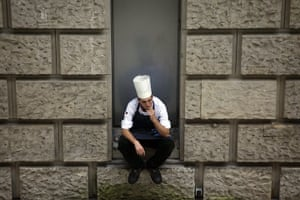 24 hours in pictures: Berlin, Berlin: A cook in a courtyard of the German parliament