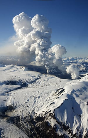 24 Hours: Aysen, Chile: Plumes of smoke and ash rise from the Hudson volcano