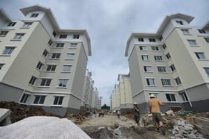 Guiyang urbanisation: Workers at the Tongmuling public rental house project