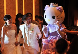 Hello Kitty: A Hello Kitty acted by the bride's best maid talks to the couple