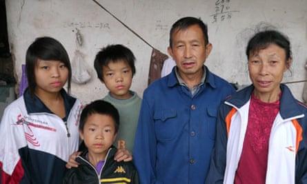 Zhao Ai and family