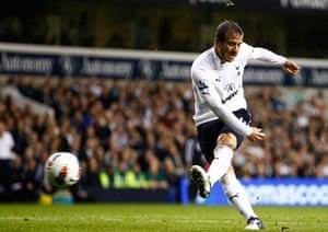 football: Rafael Van de Vaart of Tottenham