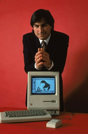 steve jobs dies: 1984: Steve Jobs with the Macintosh 128k, the original Macintosh computer