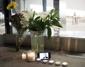 steve jobs dies: Flowers, candles and an iPhone