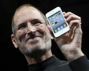 steve jobs dies: June 7 2010: Jobs shows off the iPhone 4 in San Francisco