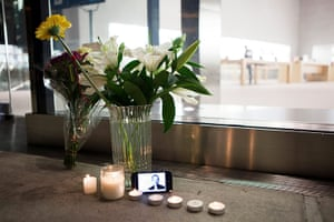 Steve Jobs Apple shrines: New York: A bouquet of flowers, candles, and iPhone form impromptu shrine