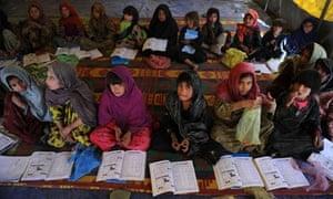 Afghan Kuchi girls attend lessons