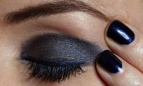 Beauty: blue make-up