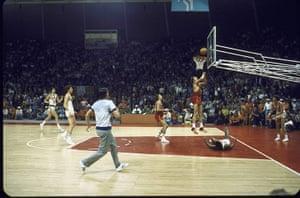 basketball3: Soviet team scoring winning point at the
