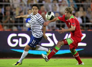 Euro 2012 qualifiers: France's Nasri fights for the ball with Belarus' Verkhovtsov