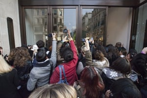 Versace for H&M: Frenzy outside Versace and H&M