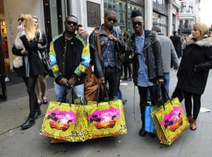 Versace H&M: Friends outside Versace for H&M