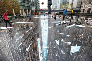 3D pavement art: 3D painting by Joe Hill at Canary Wharf
