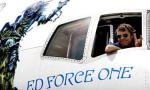 Bruce Dickinson pilots Iron Maiden Boeing 757 on world tour 2008