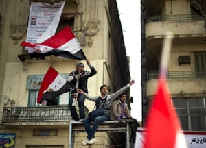 Tahrir Square: Anti-government protestors shout slogans and wave flag