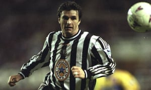 Gary Speed playing for Newcastle United
