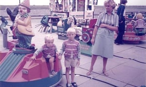 Tim Jonze (5) and his mum Trudy and his brother Nick