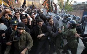 Tehran embassy: Hundreds of Iranian student clash with Iranian riot-police