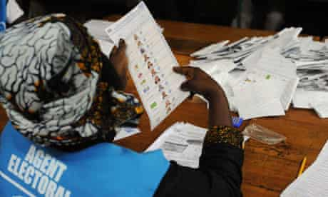 A Congolese electoral agent