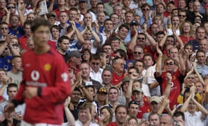 Fergie's 25 years: Fans applaud as Cristiano Ronaldo takes a corner on his debut for United