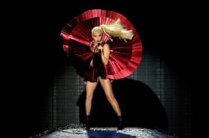 MTV awards: Lady Gaga performs