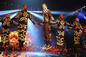 MTV awards: Justin Bieber performs