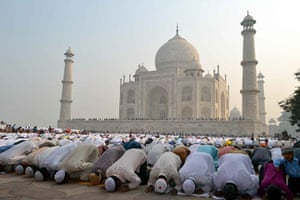 Eid al-Adha: prayers at the Taj Mahal
