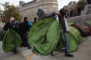 Student protests: A breakaway group of protesters begin to set up tents in Trafalgar Square