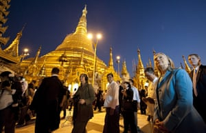 Hillary Clinton in Burma: Shwedegon Pagoda