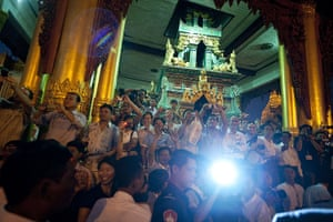 Hillary Clinton in Burma: tourists