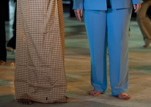Hillary Clinton in Burma: barefoot at the Shwedegon Pagoda