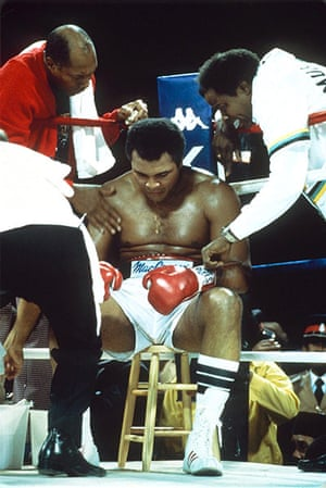 Drama in Bahama: A tired lookin Muhammad Ali sits on his stool