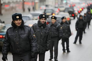 Moscow protests: Interior Ministry officers stand guard