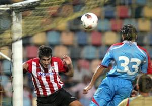 Man Utd targets: Athletic Bilbao's Javi Martinez tries to head a goal