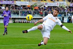 Man Utd targets: Daniele De Rossi of AS Roma in action against Fiorentina