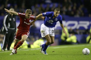 Man Utd targets: Jack Rodwell of Everton goes past James Morrison of West Bromwich Albion